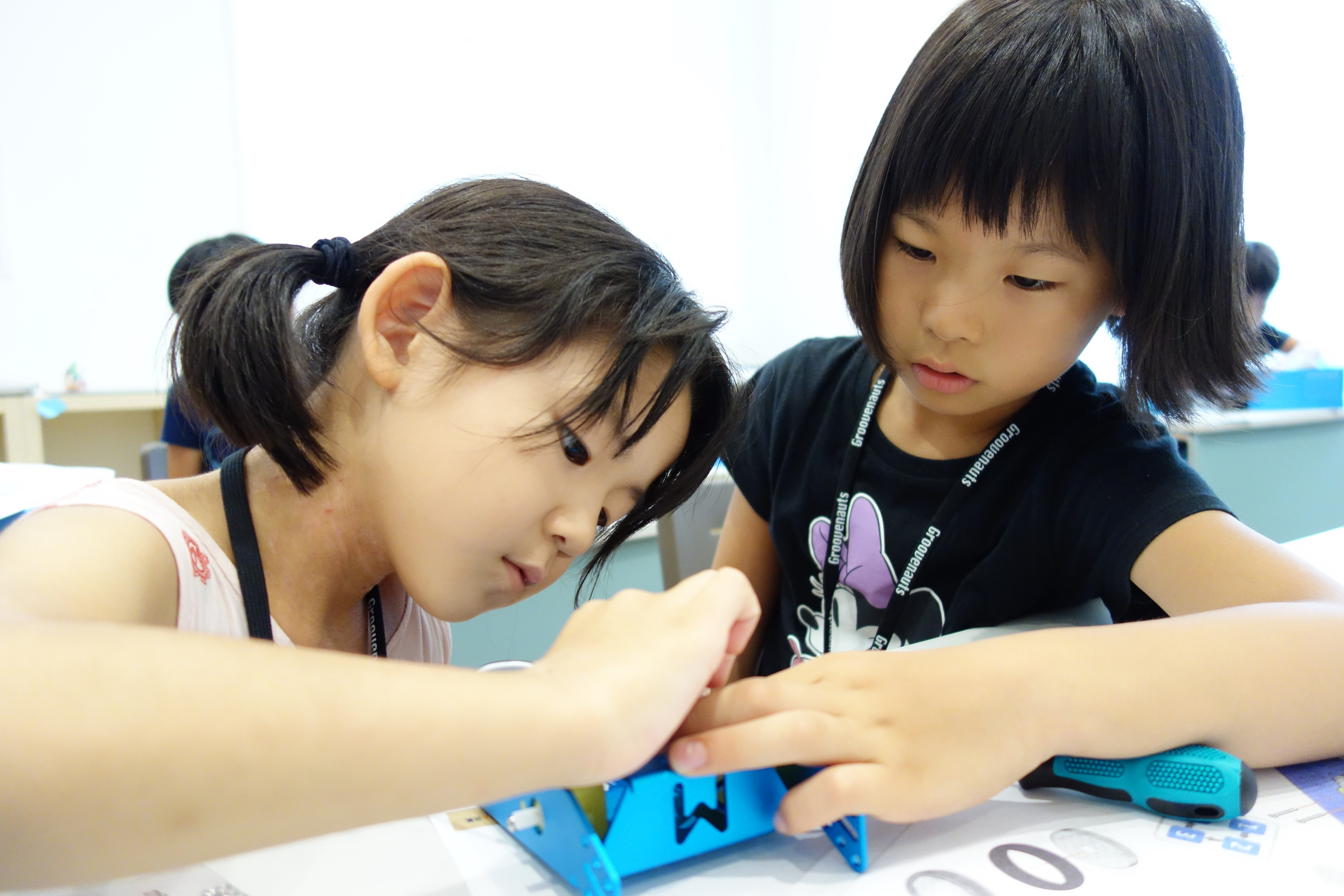 Summer School 2016 Report #2: Building and Programming Robots!