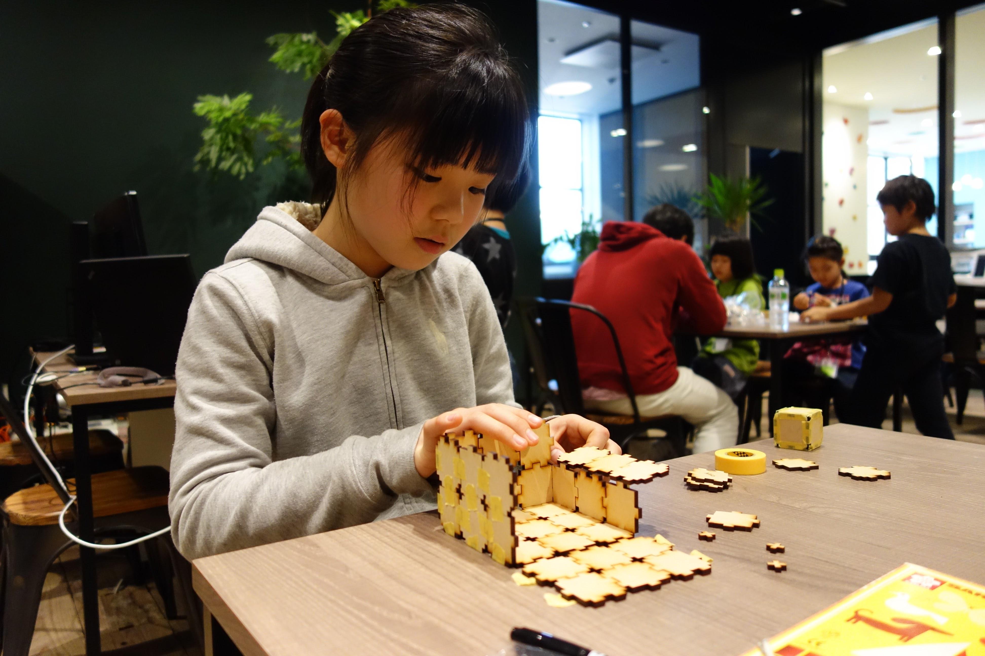 (日本語) 【満席】2月11日(土)・26日(日)にプログラミングや工作を体験できる「オープンスクール」を開催します